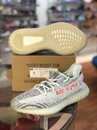 Blue tint Yeezy 350 V2s size 9 Silver Spring, 20902