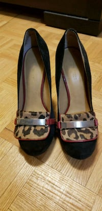 pair of black-and-brown leather flats Toronto, M9A 4W4