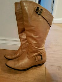 pair of brown leather boots Maple Ridge, V4R 2R6