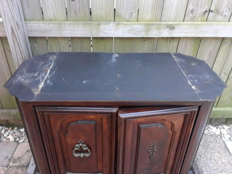 Cabinet  Small buffet/ tv stand  d4053caf-48b8-4e61-bef5-0a9f618d09e5