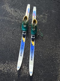 Skis with boots 591 mi
