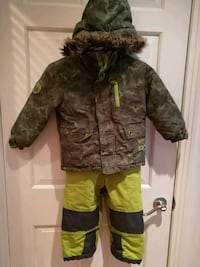 Boys snow suits size 3 Beaconsfield