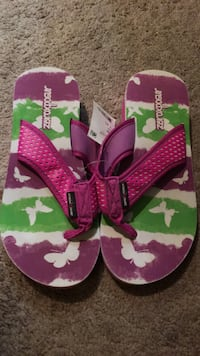 Girls sandals size 6/7!!  El Cajon, 92020