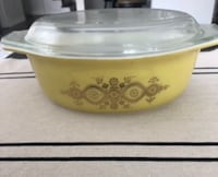 Rare vintage Pyrex (yellow and gold casserole dish) Caledon
