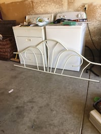 White metal daybed ! 2389 mi