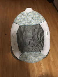 baby's white and gray bouncer Mississauga, L5C 2B9