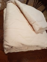 Twin size comforter with one decorativ pillow case Vaughan, L4L 8S4