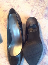 pair of black leather heald shoes size 8\5 womans Toronto, M3K 1E5