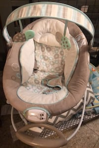 Baby lounge chair with music and vibration  Toronto, M6E 1Y1