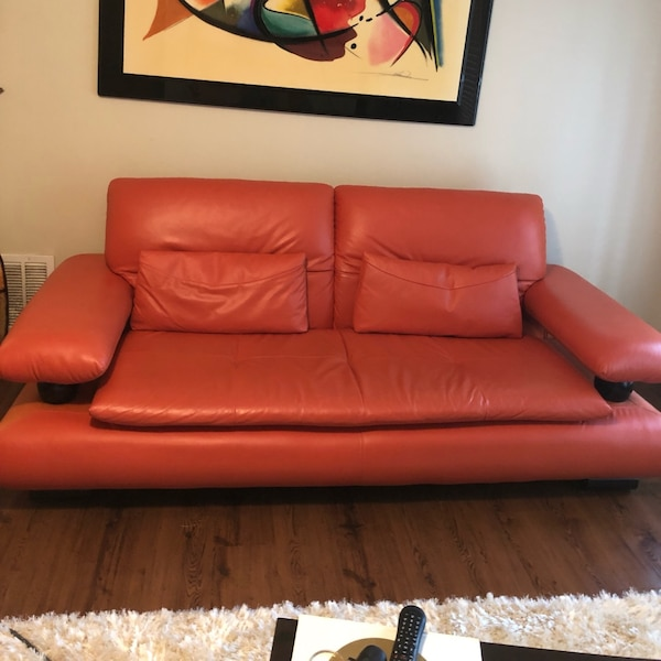 Used Three Italian Leather Couch Set With Two Vases Samsung Tv 55