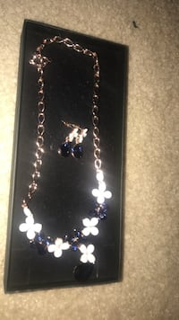 Gold-and-blue floral necklace with earrings set