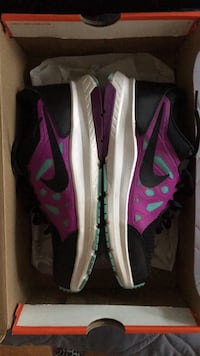 Pair of purple-and-black nike size 7(brand new) North Dumfries