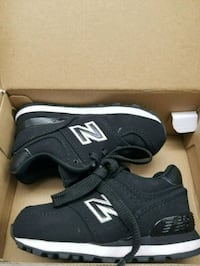 pair of black New Balance running shoes with box Las Vegas, 89110