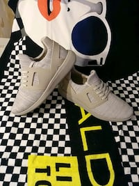pair of white Nike Air Max shoes with box Montreal, H4N