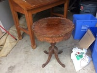 Antique round table London, N6A 1V9