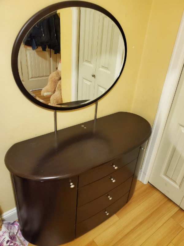 Wooden Table with Mirror 912b080d-fae9-429e-9cd9-aee7c5024b74