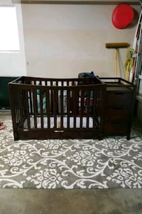 Greco Convertible Crib with changing table and Drawers