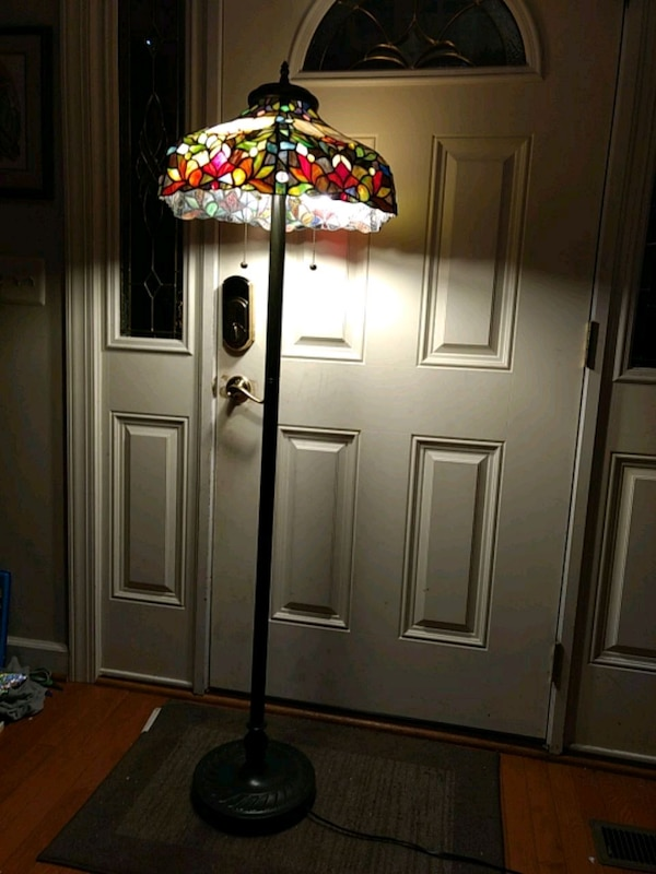 "Stained ""glass"" stand lamp 3c540a33-2644-443b-a005-cc364d8be91d"