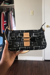 Guess purse  London, N5Y 2N5