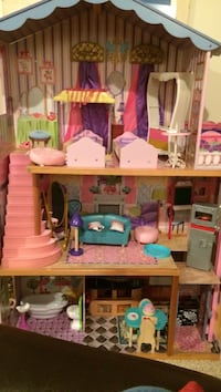 Barbie dream house-with all items shown Seattle, 98126