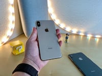 UNLOCKED iPHONE XS MAX WITH WARRANTY  null
