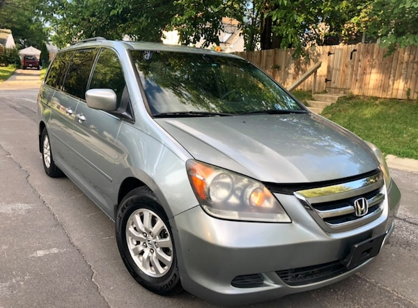2008 Pearl Green Honda Odyssey Drives / Transmission Excellent