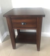 Wood side/end/night table Miami, 33155