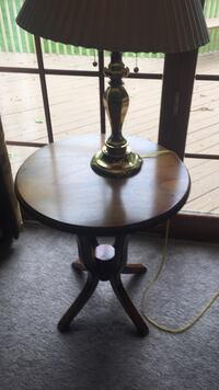Round, small end table Manchester, 06040