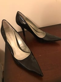 Pair of black leather pointy tor pumps