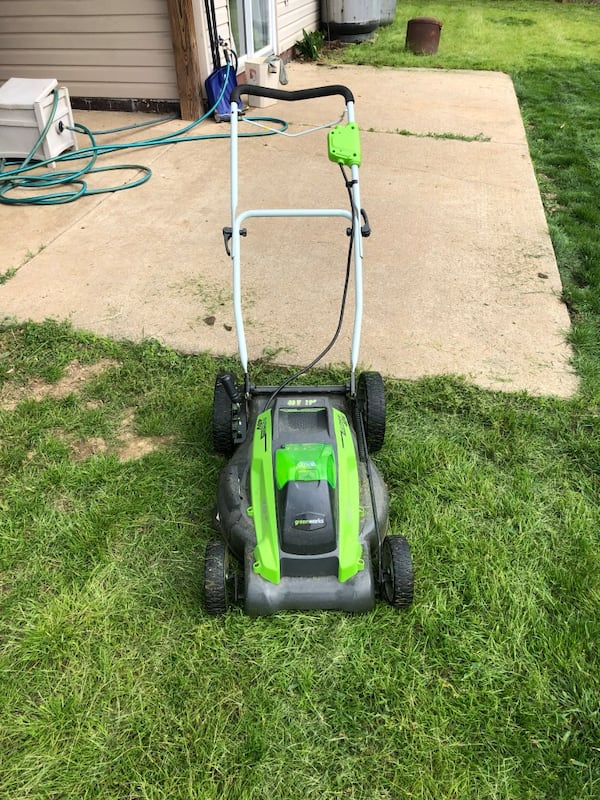 """Greenworks 40V 19"""" Push Mower w/ 2 batteries and charger 78d94372-316e-43bf-bdd9-cf347aeaf2ae"""