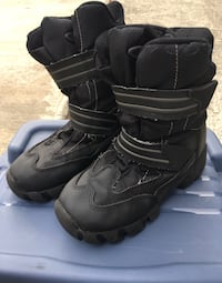 Cougar waterproof winter boots size 1 Coquitlam, V3J 4V3