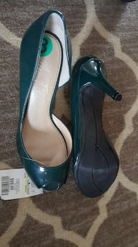 pair of green leather heels  Montreal, H2X