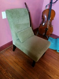 Green chair New Orleans, 70119