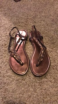 pair of cooper gold thong-strap flat sandals Redding, 96001