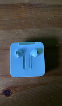 Apple earbuds never been used Calgary, T2Z 4R6