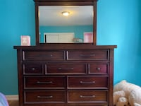 Like new dresser with mirror- must go make offer Kings County