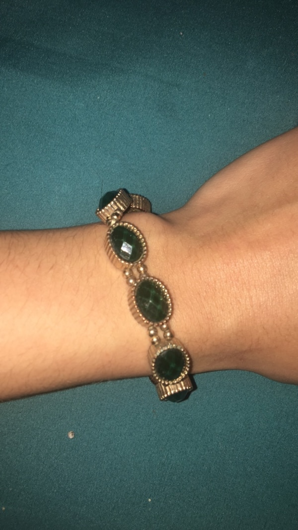 gold-colored bracelet with green gemstones 676256ea-a4a6-4f98-9fe5-a741bb7df5ee