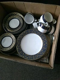 white and blue floral ceramic dinnerware set Winchester, 22601
