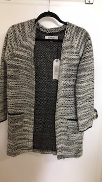 Gray sweater, new, S Markham
