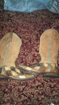 pair of brown-and-green cowboy boots Byram, 39272