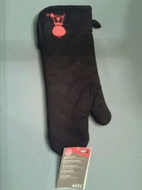 New with tags Weber bbq mitt Allison, 50602