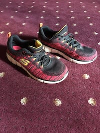 Size 6 sneakers Derry, 03038