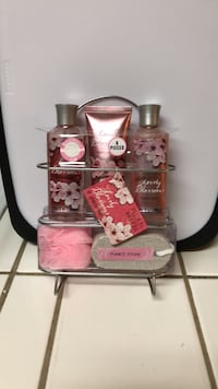 Floral Breeze Lovely Blossoms Set PICK UP ONLY Turlock, 95380
