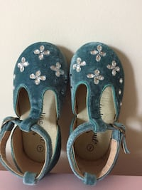 Girl's shoes size 7 NEW Velvet shoes Frozen