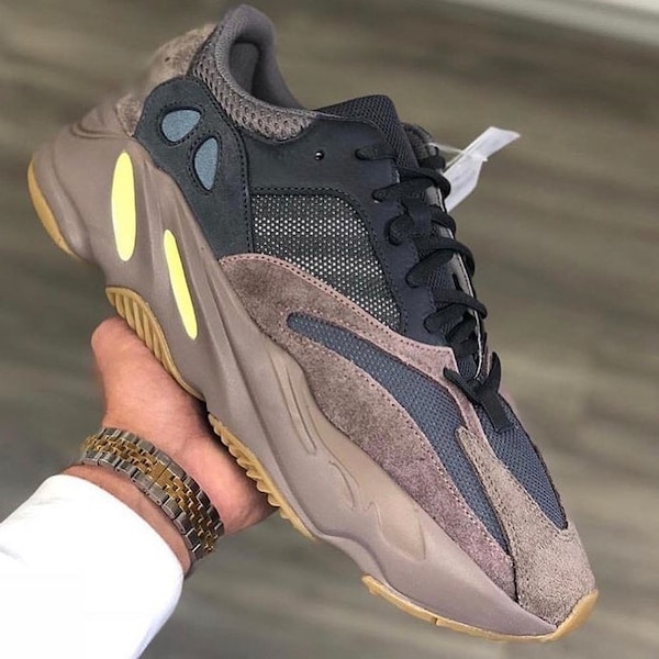 df87270ce Used yeezy 700 mauve Size  TL HIDDEN  for sale in New York - letgo