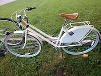 white and blue cruiser bike Des Moines, 50315