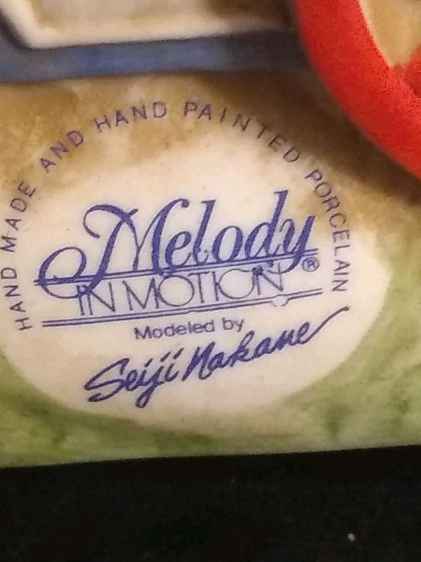 Melody in Motion porcelain mint condition  a1f60855-4dd4-48c4-a36c-e93a49be2bcc