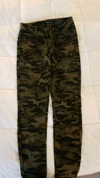 Low rise Stretch skinny army pants size 25,never  Edmonton, T5T 5M3