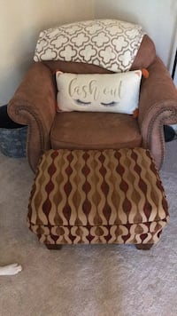 Love seat WITH ottoman  Fayetteville, 13066