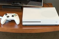 white Xbox One console with controller Phoenix, 85041